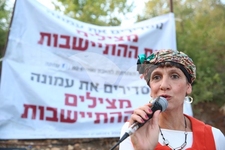 MK Shuli Mualem Demonstrating for Amona