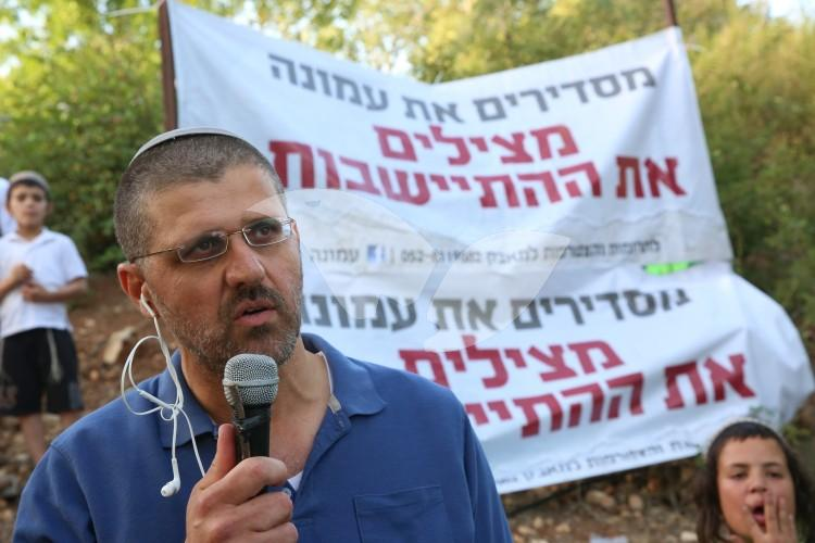 Avichai Boaron Demonstrating for Amona