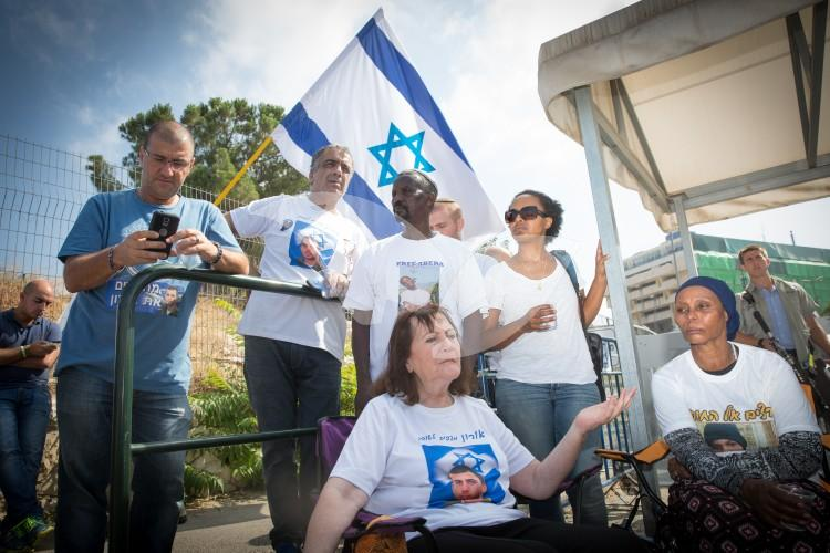 Families of Missing Israelis in Gaza Protest Outside Prime Minister's Office 29.06.2016