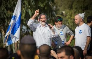 Michael Ben-Ari in a manifestation for the support of Elor Azaria 29.3.16