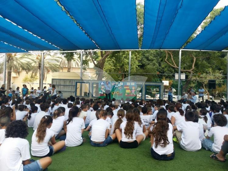 MK Isaac Herzog Visits Sha'ar HaNegev School 1.9.16