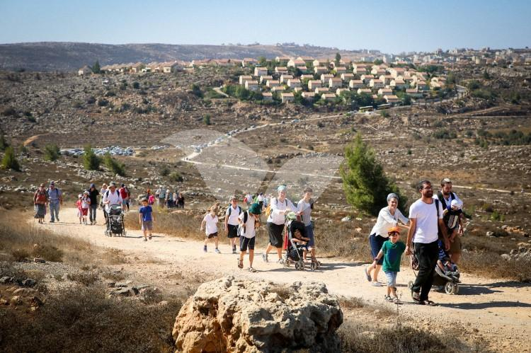 Mass Gathering in Ofra and Amona in solidarity against the eviction of Amona