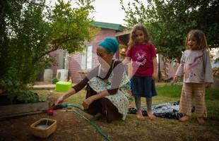 Tamar Nizri and her children in their backyard in Amona.