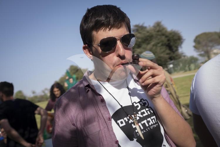 Israelis Mark 420 Day