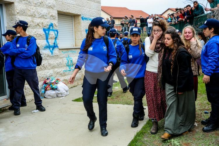 Evacuation of Ofra 28.2.17 Ofra Evictions – 28.2.17.