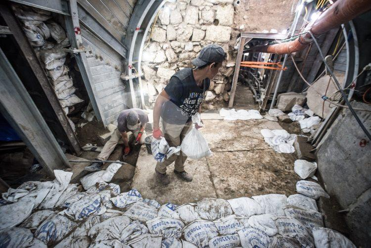 Jerusalem Archeologists