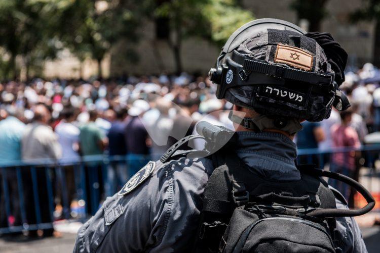 Palestinians Riot outside Temple Mount
