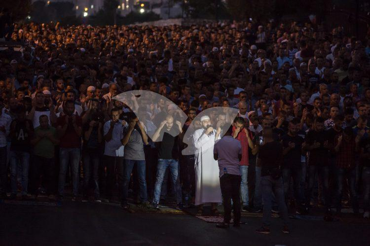 Arabs Rally outside Temple Mount