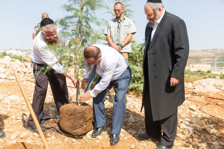 Minister of Communications Ayoub Kara visits Betar Illit