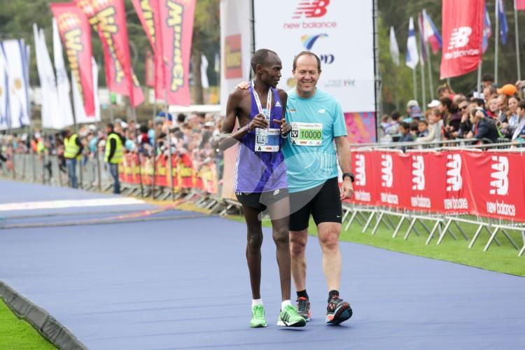 Queniano arranca no fim e vence a Maratona de Jerusalém