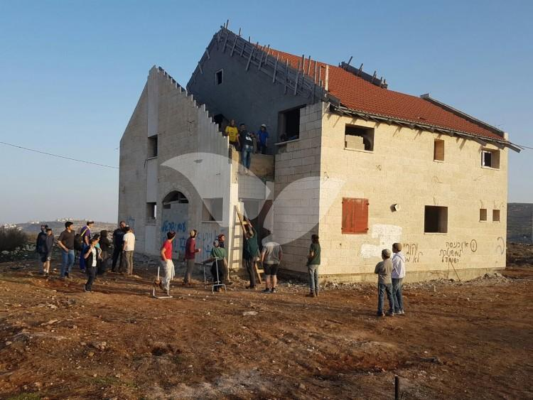 Police forces are taking over the ninth house in Ofra