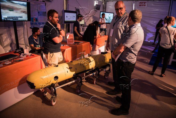 HydroCamel Autonomous Submarine