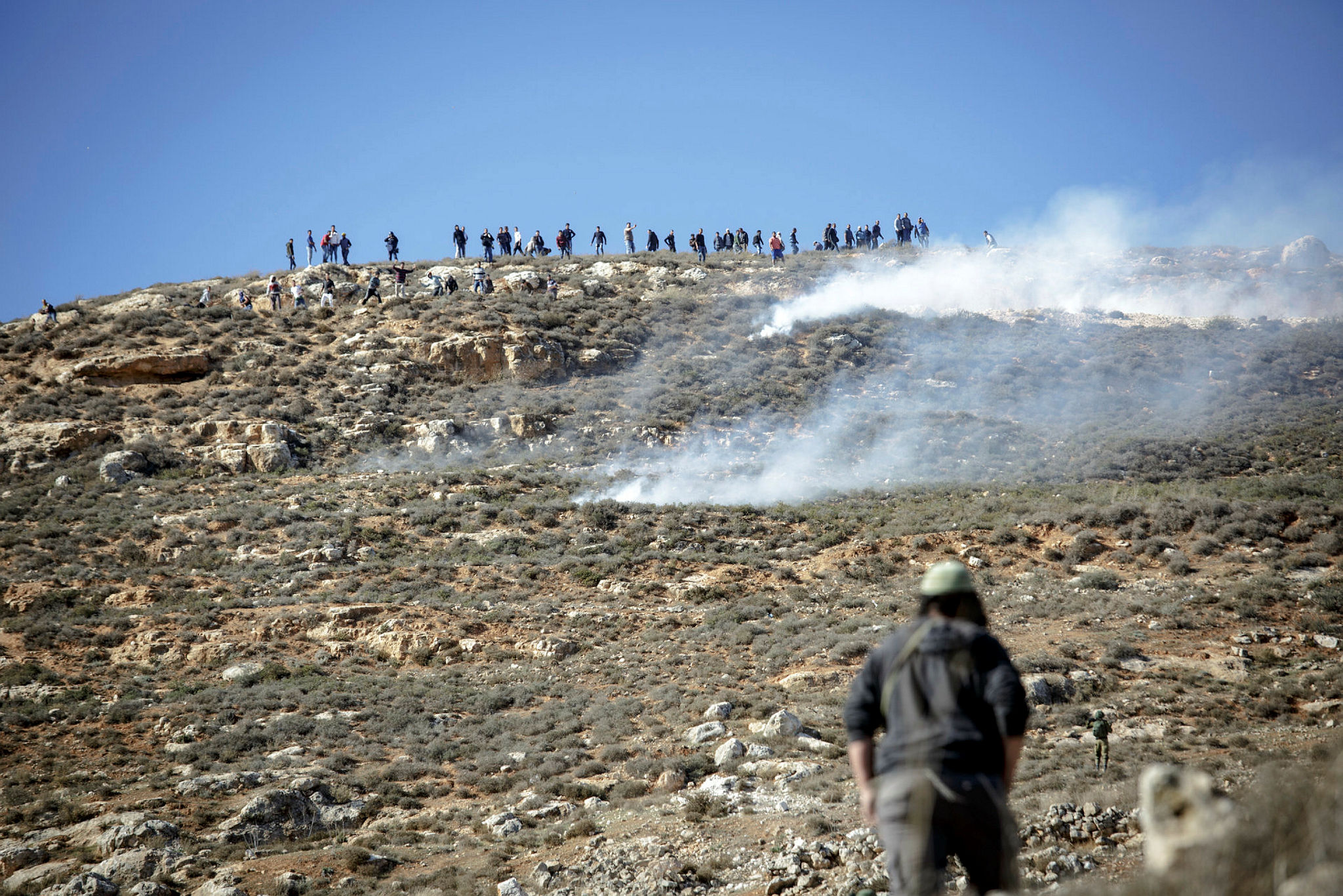 Palestinians throw stones at a group in Samaria