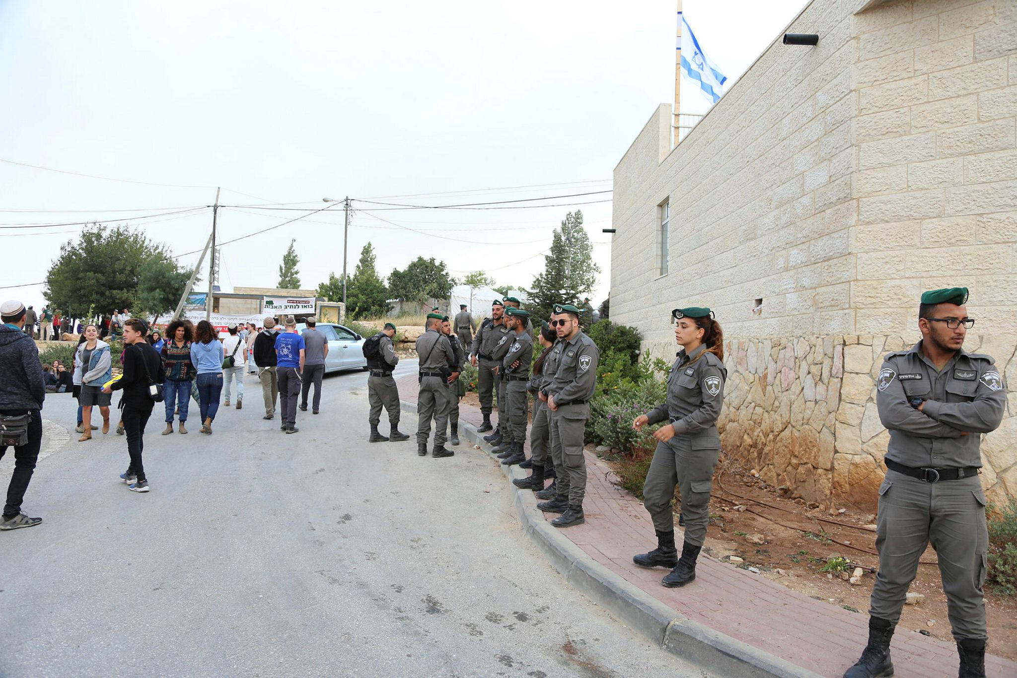 Eviction at Netiv Avot neighborhood in El'azar