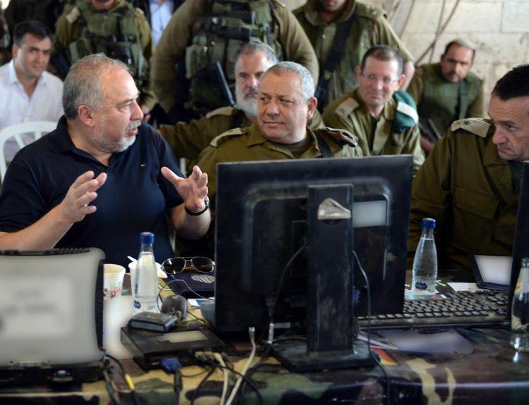 Defense Minister Avigdor Liberman with Chief of IDF General Staff Gadi Eizenkot at Southern Command Drill