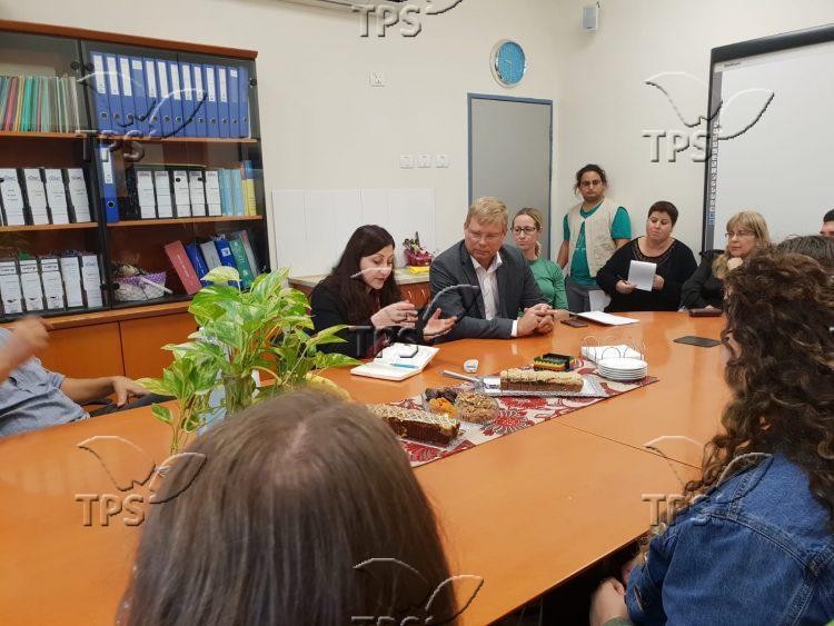 Swedish representatives meeting with Gaza Belt families