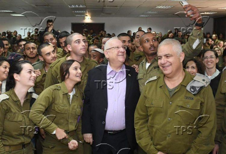 Rivlin visiting soldiers