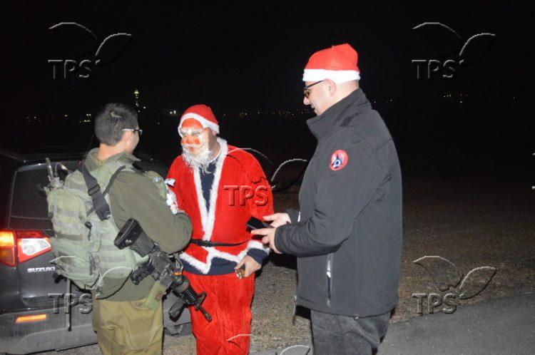 Santa meeting soldiers