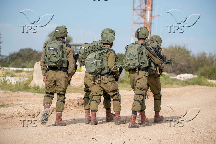 IDF soldiers along the Israel Gaza border