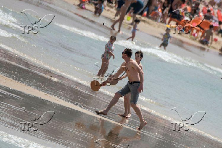 Vacationers in Tel Aviv beach