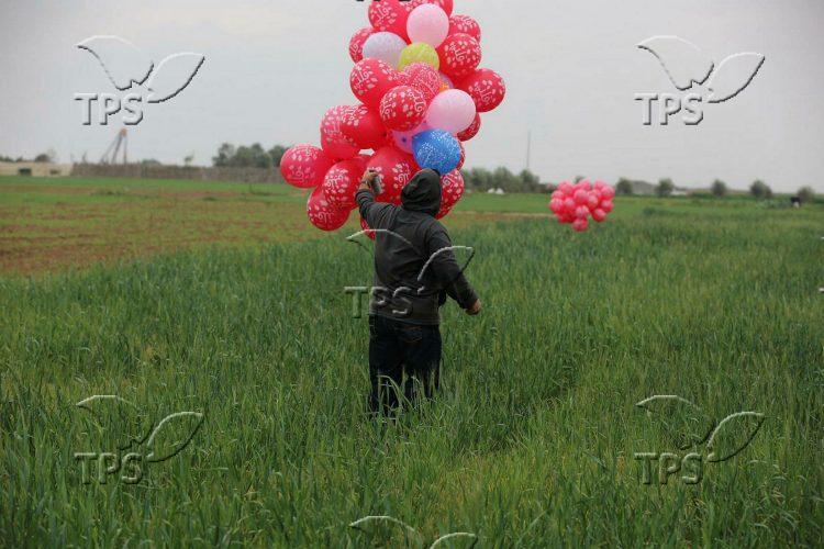 Gazans fly incendiary balloons towards Israel
