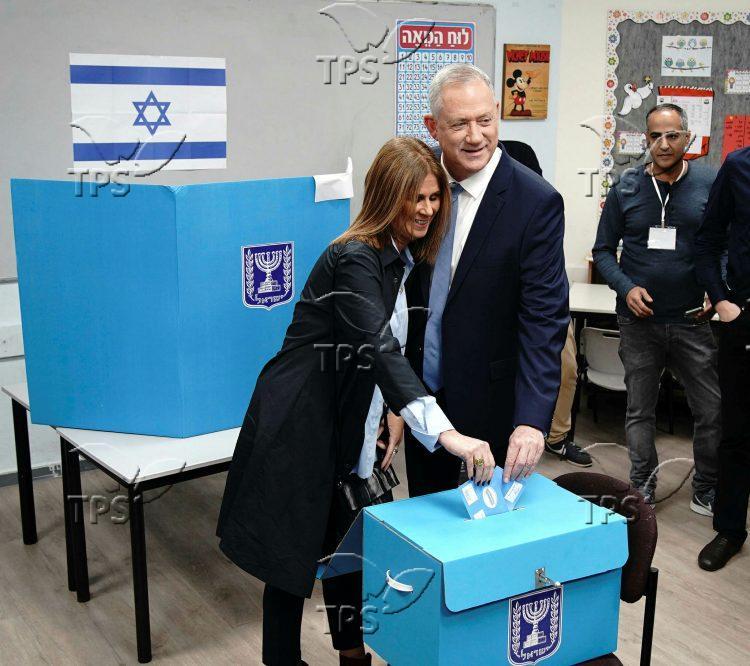 Benny Gantz at the polling station