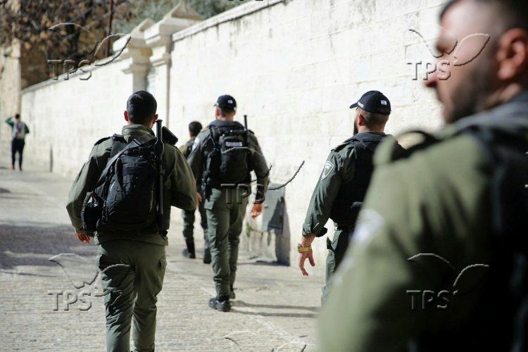 Terrorist Shot Dead After Attacking Police on Temple Mount