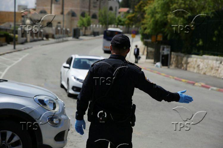 Police enforcing Coronavirus curfew in Jerusalem