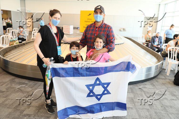 Nefesh B'Nefesh Group Aliyah Flight 2