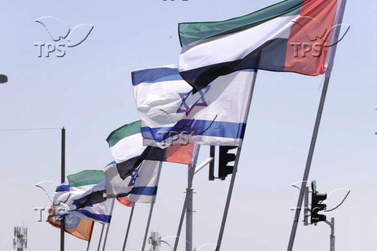 Celebrating_the_peace_agreement_between_the_United_Arab_Emirates_and_Israel_preview
