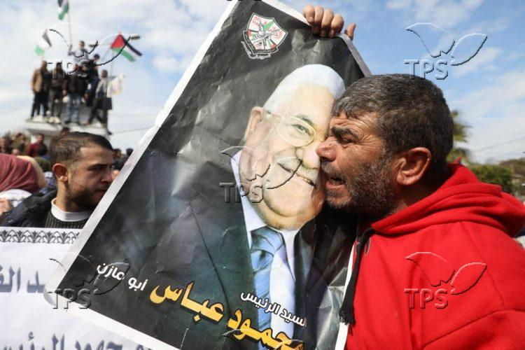 Fatah supporters rally against Middle East peace plan in Gaza