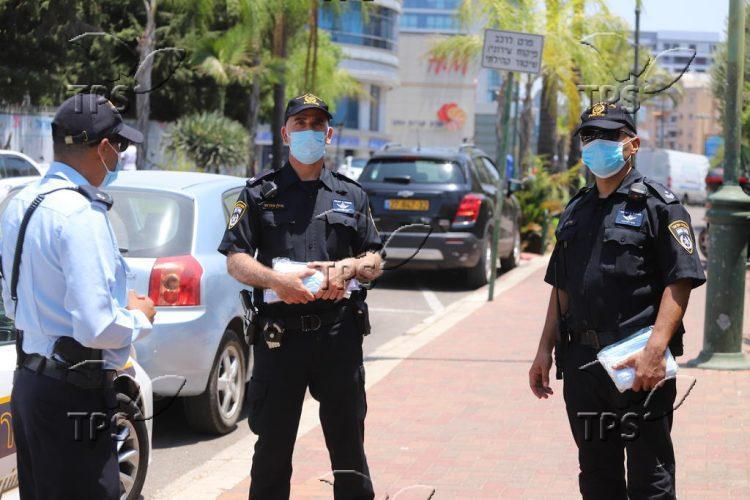 Policemen enforce emergency COVID-19 regulations in Kiryat Ono
