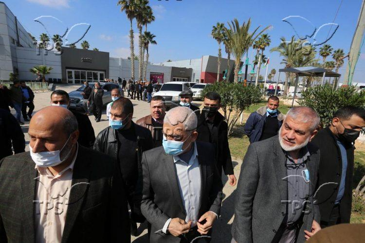 Leaders of Palestinian factions in the Gaza Strip leaving to Egypt