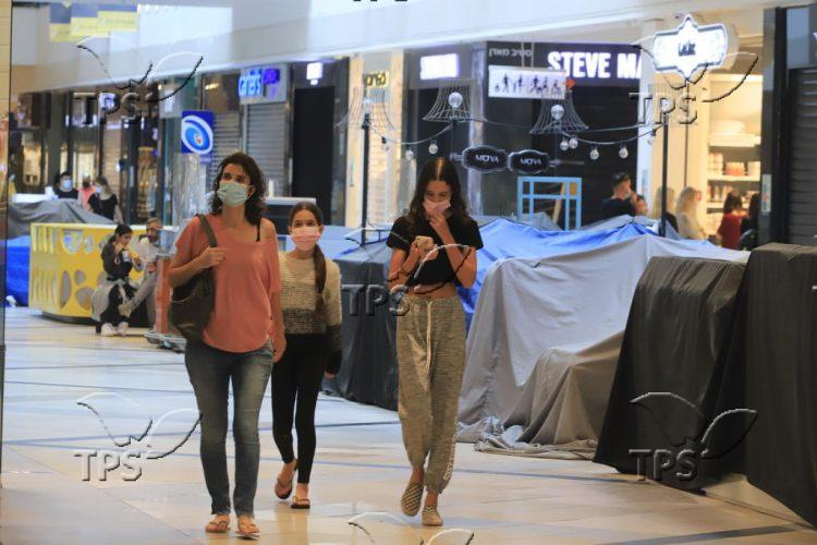 Stores in Ayalon Mall reopen despite the Coronavirus restrictions