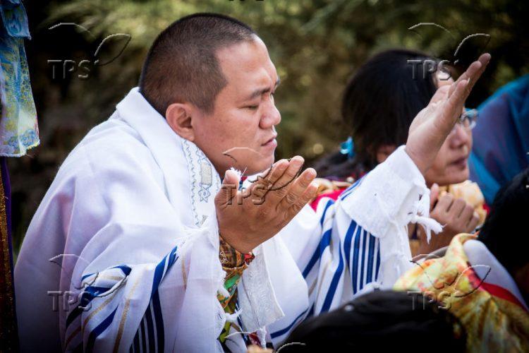 Indonesian christian Worshipers