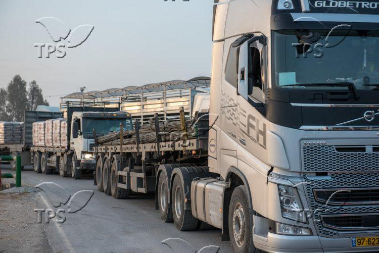 Israeli trucks carrying supply for the Gazan people