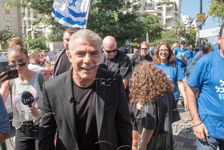 Yair Lapid at the polling station
