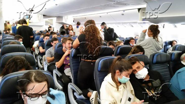 Israeli travelers return to Israel from South America